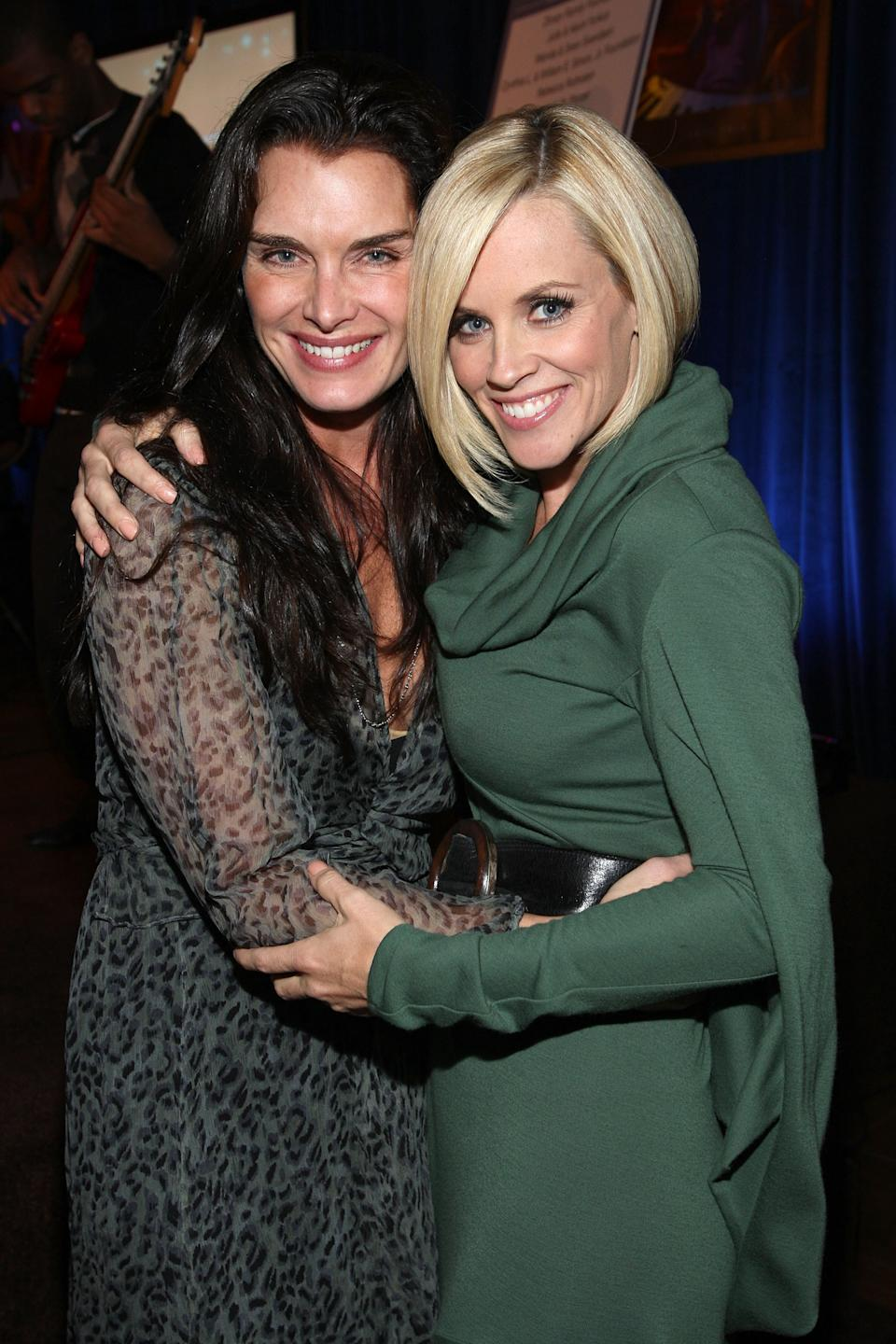 PACIFIC PALISADES, CA - OCTOBER 11:  Brooke Shields and Jenny McCarthy attend a cocktail party for the UCLA Early Childhood Partial Hospitalization Program hosted by Jenny McCarthy on October 11, 2007 in Pacific Palisades, California.  (Photo by John Shearer/WireImage)
