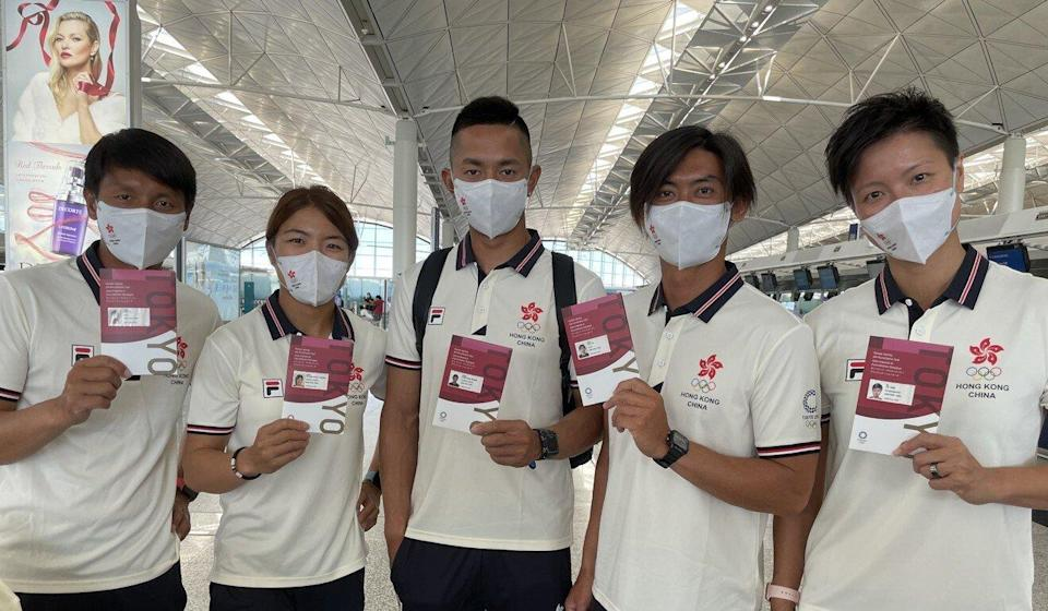 Windsurfer Hayley Chan Hei-man (second from left) and teammate Michael Cheng Chun-leung (centre) at the airport before leaving for Tokyo. They are accompanied by coach Cheng Kwok-fai (1st left), head coach Chan King-yin and physiotherapist Au Yee-hang. 13JUL21 Photo: Chan Kin-wa