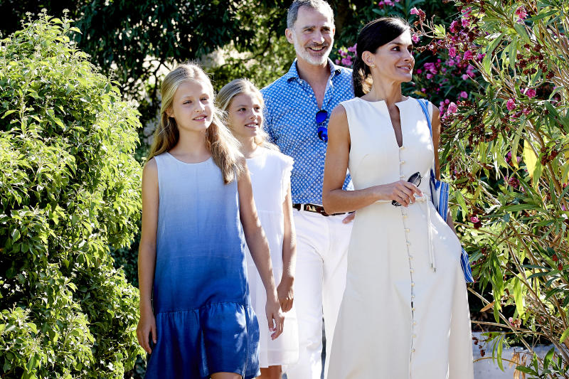 PALMA DE MALLORCA, SPAIN - AUGUST 08: King Felipe VI of Spain, Queen Letizia of Spain, Princess Leonor of Spain (L) and Princess Sofia of Spain (R) visit 'Son Marroig' museum on August 08, 2019 in Palma de Mallorca, Spain. (Photo by Carlos R. Alvarez/WireImage)