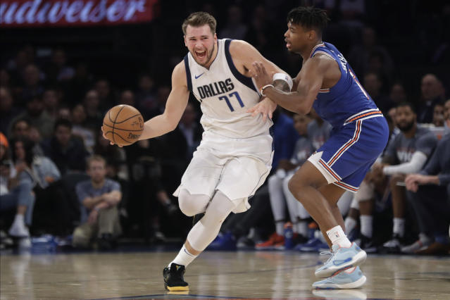Dennis Smith Jr.(圖右)防守Luka Doncic。(AP Photo/Frank Franklin II)