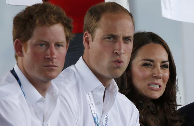 Catherine (C), Duchess of Cambridge, sits with her husband Prince William (R), and Britain's Prince Harry as they watch hockey at the 2014 Commonwealth Games in Glasgow, Scotland, July 28, 2014. REUTERS/Russell Cheyne (BRITAIN - Tags: SPORT FIELD HOCKEY ROYALS)