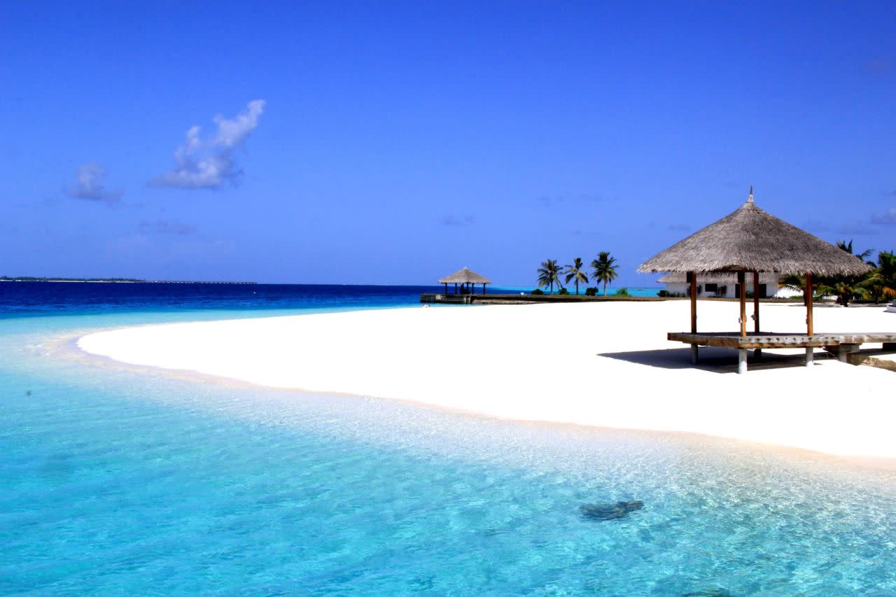 Want to Live in Paradise? 10 Jobs You Can Apply For Right Now [Video]