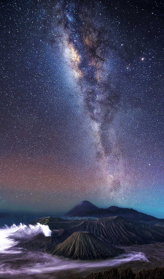 <p>Some of steves other night sky photography- Mount Bromo – Indonesia. (Photo: Steve Lance Lee/Caters News) </p>