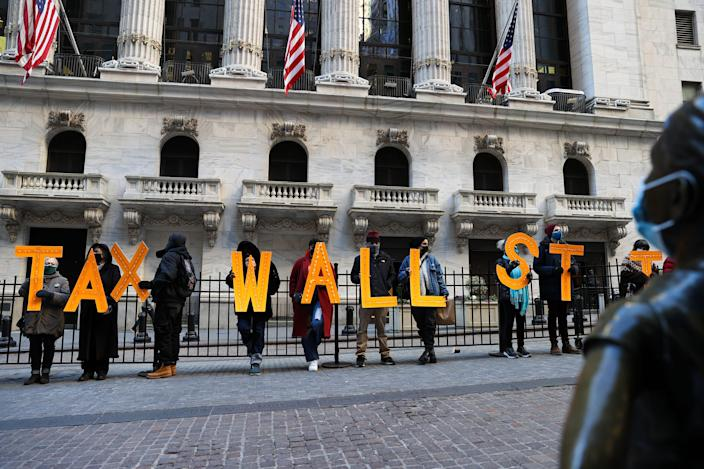GettyImages 1230845061 NEW YORK, USA - JANUARY 28: A group of demonstrators are gathered by the New York Stock Exchange building (NYSE) to protest Robinhood and bring their voices to Wall Street trades amid GameStop stock chaos in New York City, United States on January 28, 2021. (Photo by Tayfun Coskun/Anadolu Agency via Getty Images)