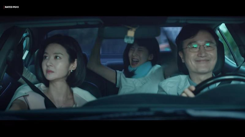 Con artist family Kim Mi Sook (Song Seon Mi, left), Cha Joo Eun (Seohyun, middle) and Cha Hyun Tae (Kim Sung Geun) celebrate after a successful heist in Private Lives.