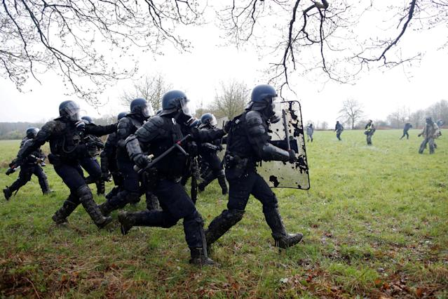 <p>French gendarmes charge during clashes with protesters during an evacuation operation in the zoned ZAD (Deferred Development Zone) in Notre-Dame-des-Landes, near Nantes, France, April 10, 2018. (Photo: Stephane Mahe/Reuters) </p>