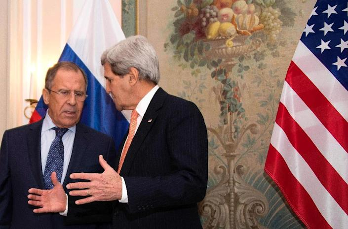 US Secretary of State John Kerry (R) gestures while talking with Russian Foreign Minister Sergey Lavrov (L) during a bilateral meeting at the 51st Munich Security Conference in Munich, Germany, on February 7, 2015 (AFP Photo/Jim Watson)