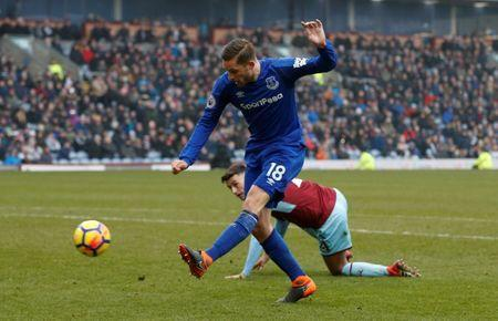 Soccer Football - Premier League - Burnley vs Everton - Turf Moor, Burnley, Britain - March 3, 2018 Everton's Gylfi Sigurdsson misses a chance to score REUTERS/Andrew Yates