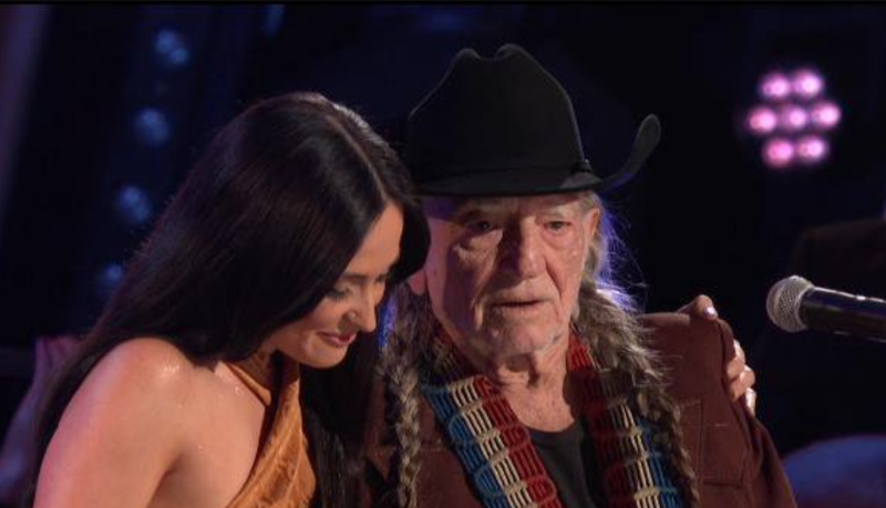 """Kacey Musgraves and Willie Nelson cover The Muppets' """"Rainbow Connection"""" at 2019 CMA Awards: Watch"""