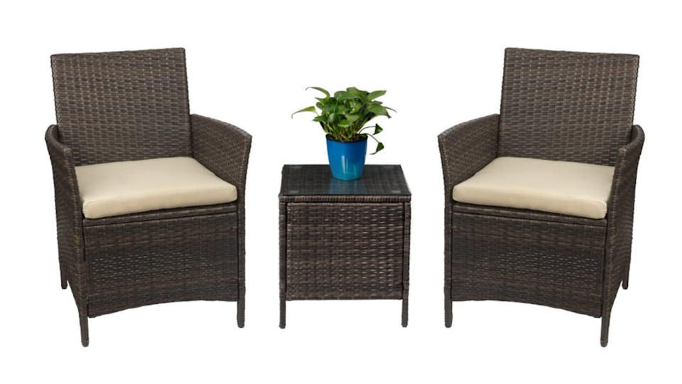 This set is perfect to create a reading space, a happy hour corner, or a stylish expansion to your existing seating.