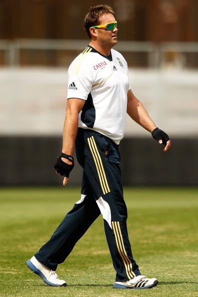 SYDNEY, AUSTRALIA - NOVEMBER 01:  Jacques Kallis warms up during a South African Proteas training session at Sydney Cricket Ground on November 1, 2012 in Sydney, Australia.  (Photo by Brendon Thorne/Getty Images)