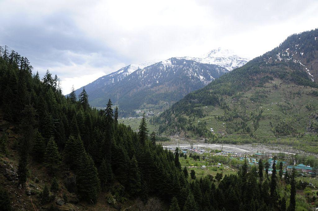 """<strong>4. MANALI</strong><br />Not just a place for honeymooners and families, Manali is a great place for solo women travellers, especially adventure enthusiasts, to ski, trek, paraglide and river raft. HolidayIQ traveller Sujatha from Chennai believes it """"is the place for adventure sports."""" There is so much women can discover in Manali, however, HolidayIQ traveller Vidhya from Bhopal adds, """"There is a local dish called 'seethu' like 'momos', which are available on Mall Road. Try it!"""""""