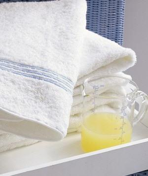 "<div class=""cls""><b>Lemon as Laundry Brightener</b><p class=""caption"">Skip the bleach--add 1/4 to 1/2 cup of lemon juice to the wash cycle to brighter up those fading whites. <br><br> <strong><a href=""http://www.realsimple.com/home-organizing/cleaning/laundry/problem-solving-laundry-products-00000000021516/index.html?xid=yshi-rs-lemon-100511"">Related: Problem-Solving Laundry Products</a></strong></p><p class=""caption""><strong>And don't miss:<br> <a href=""http://www.realsimple.com/work-life/money/saving/how-to-save-on-00000000016999/index.html?xid=yshi-rs-lemon-100511""> How to Save On...</a><br> <a href=""http://www.realsimple.com/home-organizing/cleaning/all-natural-cleaning-solutions-00000000011547/index.html?xid=yshi-rs-lemon-100511""> 66 All-Natural Cleaning Solutions</a><br> <a href=""http://www.realsimple.com/home-organizing/new-uses-for-old-things/10-smart-uses-old-plastic-bags-10000001097755/index.html?xid=yshi-rs-lemon-100511""> 10 Smart Uses for Old Plastic Bags</a><br> </strong></p> 					  				</div>"