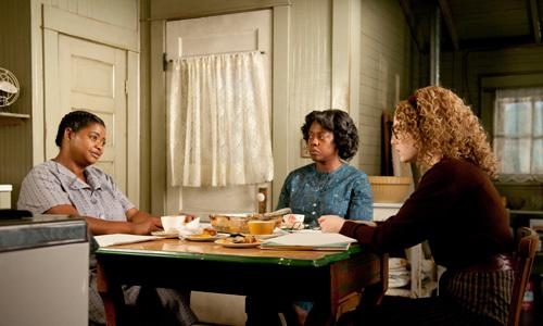 <p>In Jackson, Mississippi in 1963, Minny Jackson, Aibileen Clark and Skeeter Phelan form an improbable alliance, resulting in a remarkable sisterhood that instills all of them with the courage to transcend the lines that define them.</p>