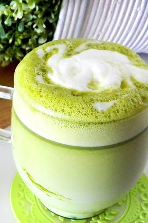 "<p>This colorful hot chocolate will give you an extra caffeine boost thanks to <a href=""http://www.drozthegoodlife.com/healthy-lifestyle/home-money-health/g620/best-used-tea-bag-hacks/"" rel=""nofollow noopener"" target=""_blank"" data-ylk=""slk:green tea leaves"" class=""link rapid-noclick-resp"">green tea leaves</a>.</p><p>Grab the recipe from <a href=""https://www.youtube.com/watch?v=GfvLTGhroZM"" rel=""nofollow noopener"" target=""_blank"" data-ylk=""slk:Panko Bunny"" class=""link rapid-noclick-resp"">Panko Bunny</a>.</p>"