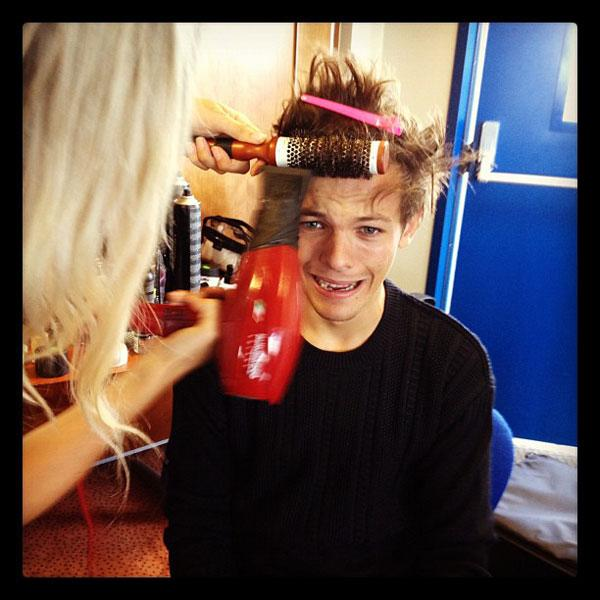 One Direction's Harry Styles Tweets Hysterical Haircut Photo