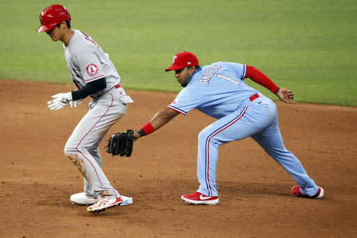 4-base error on ball over fence helps Rangers top Angels 7-3