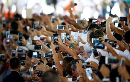 "The faithful use mobile phones as Pope Francis arrives at the National Reconciliation Encounter at ""Las Malocas Park"" in Villavicencio, Colombia September 8, 2017.  REUTERS/Stefano Rellandini"