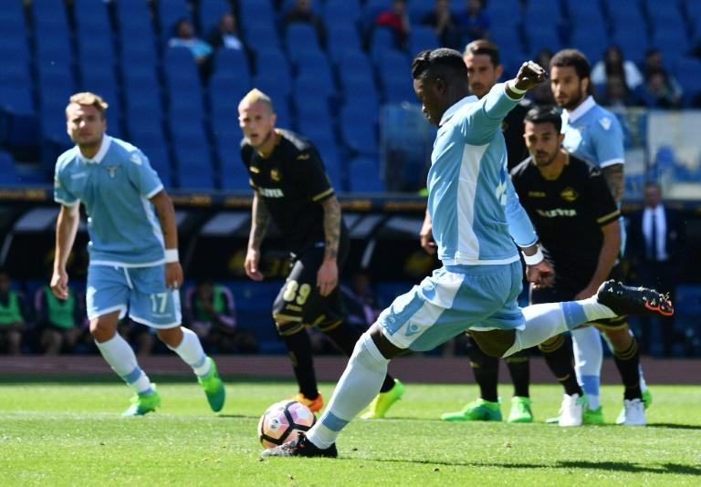 Lazio's Keita Balde scores a penalty during their match against Palermo on April 23, 2017 at the Olympic stadium in Rome