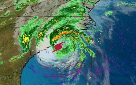 A radar image of Isaias making landfall in S Carolina - Weather Channel