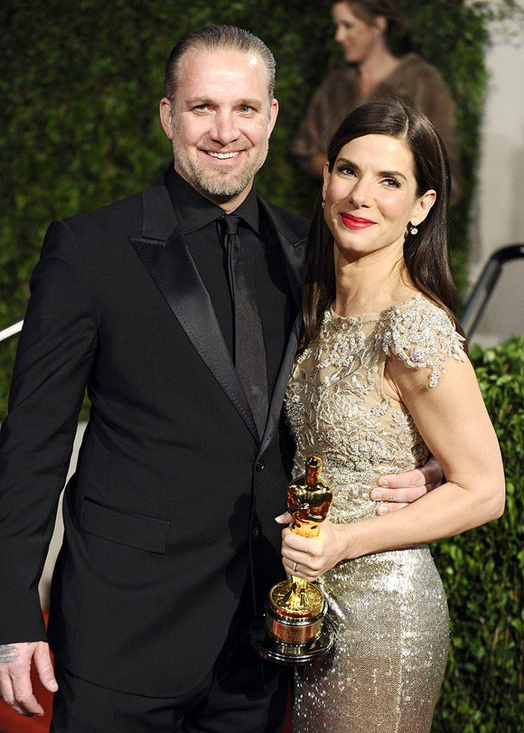Sandra Bullock and Jesse James were all smiles at the Vanity Fair Oscars party in 2010. (Photo: AP Photo/Peter Kramer)