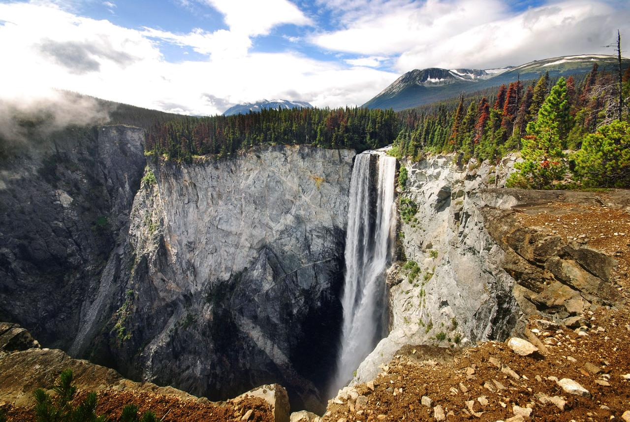 <p>Hunlen Falls, British Columbia, Canada, height 401 meters, 1,316 feet. (Philippe Henry/ Caters News)</p>