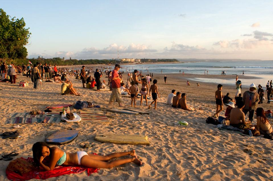 At dusk everyone gathers to watch the sunset with a beer on the beach of Kuta.