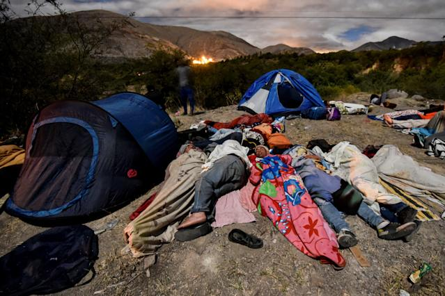 <p>Venezuelan migrants on their way to Peru sleep along the Pan-American Highway between Tulcan and Ibarra in Ecuador, after entering the country from Colombia, on August 22, 2018. – Ecuador announced on August 16 that Venezuelans entering the country would need to show passports from August 18 onwards, a document many are not carrying. And Peru followed suit on August 17, announcing an identical measure due to begin on August 25. (Photo by LUIS ROBAYO/AFP/Getty Images) </p>