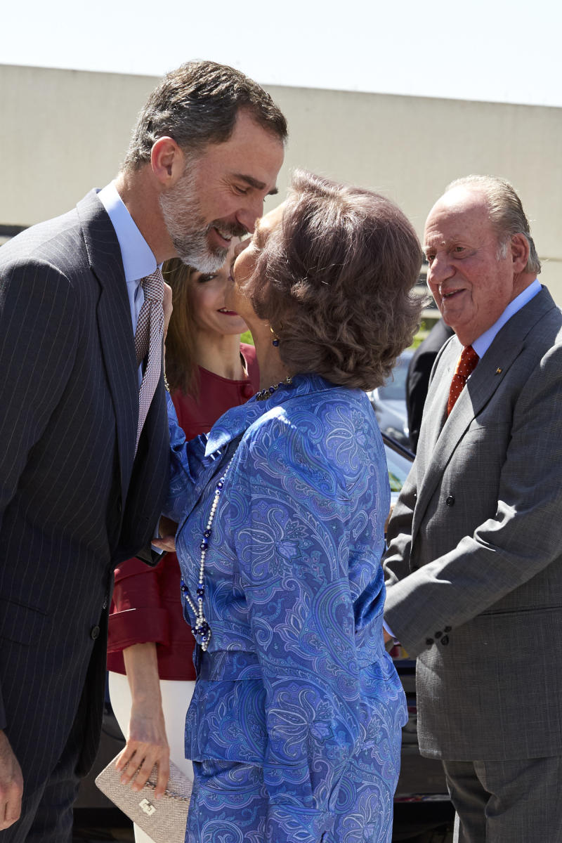 MADRID, SPAIN - MAY 22: (L-R) King Felipe VI of Spain, Queen Letizia of Spain, Queen Sofia and King Juan Carlos attend the 40th anniversary of Reina Sofia Alzheimer Foundation on May 22, 2017 in Madrid, Spain. (Photo by Antonio Gutierrez - Pool/Getty Images)