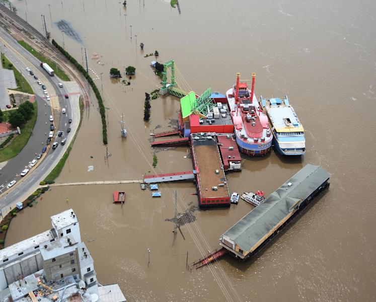 In this Tuesday, June 4, 2013 aerial photo, floodwaters surround the Argosy Casino complex in Alton, Ill. The casino has been closed because of the flooding since early Sunday and does not expect to re-open until at least Friday. (AP Photo/The Telegraph, John Badman) THE NEWS-DEMOCRAT AND THE POST-DISPATCH OUT