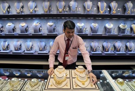 World's Central Bank Hungry for Gold, Demand at 3 Year Highs