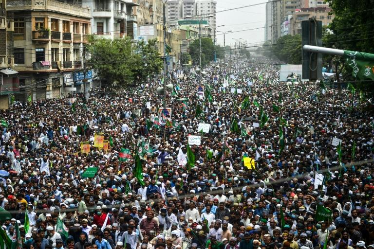 Anti-Shiite protesters march for second day in Karachi