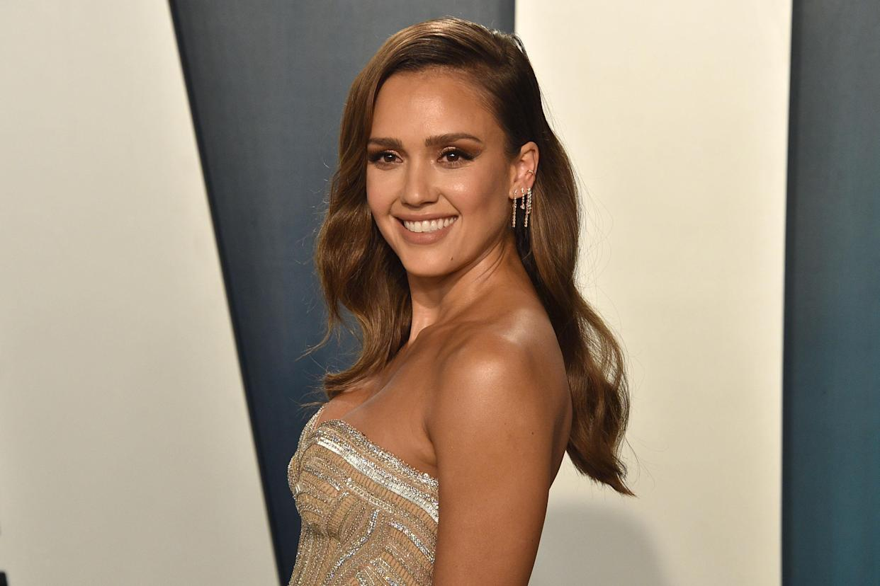 BEVERLY HILLS, CALIFORNIA - FEBRUARY 09: Jessica Alba attends the 2020 Vanity Fair Oscar Party at Wallis Annenberg Center for the Performing Arts on February 09, 2020 in Beverly Hills, California. (Photo by David Crotty/Patrick McMullan via Getty Images)