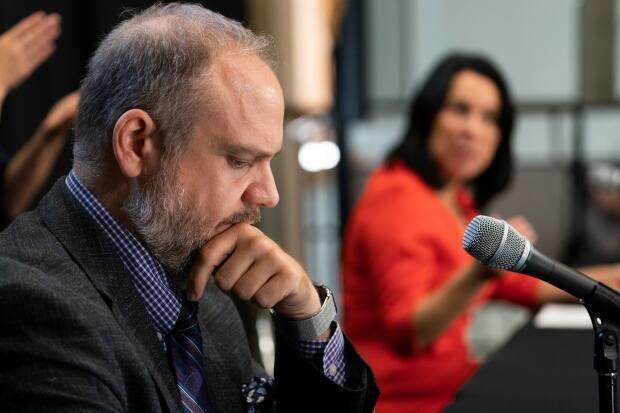 Benoit Dorais and Mayor Valérie Plante give a news conference in 2020. Dorais will run for a fourth term as Sud-Ouest borough mayor but will not return as president of Montreal's executive committee. (Ivanoh Demers/Radio-Canada - image credit)