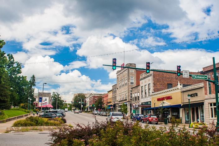 A scene from the vibrant dining and shopping offerings in downtown Bloomington, just steps from Indiana University.