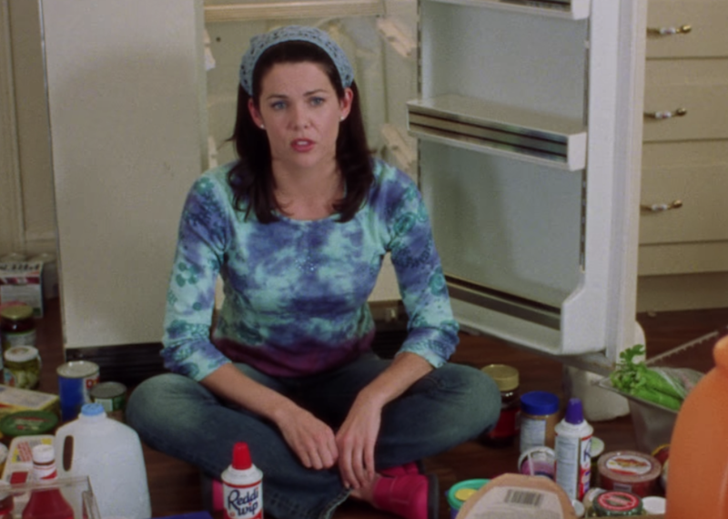 Lorelai Gilmore was nothing if not a headband-and-bandanna lover, and while the accessory makes sense in the context of cleaning out her fridge, she also loved to bring it into her everyday wear (as was deemed sartorially acceptable back in the day.)