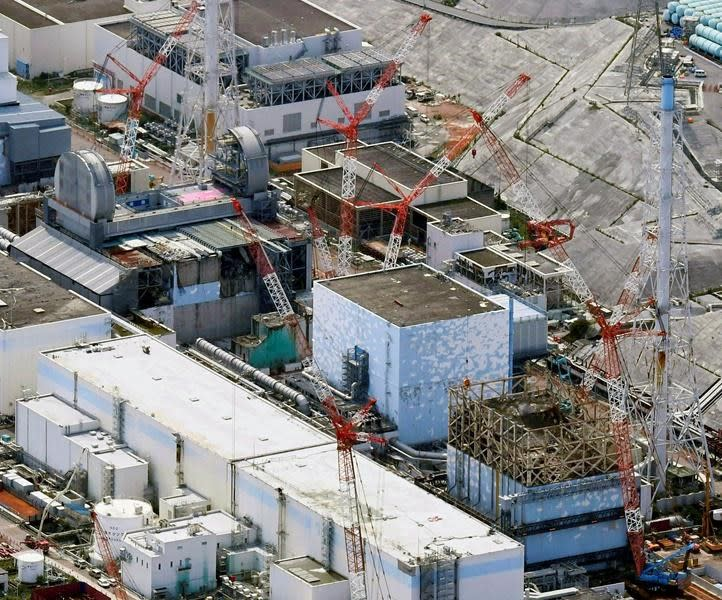 Japan's tsunami-wrecked Fukushima nuclear power plant begins fuel removal