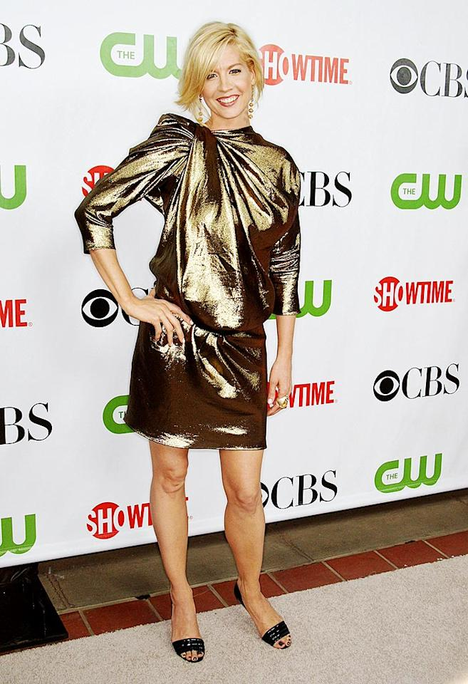 """Jenna Elfman is super cute; her gold potato sack is super not. Frederick M. Brown/<a href=""""http://www.gettyimages.com/"""" target=""""new"""">GettyImages.com</a> - August 3, 2009"""
