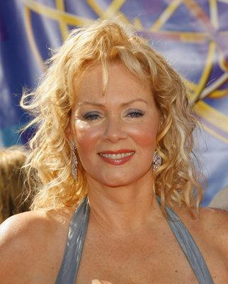 Jean Smart went overly casual with this beach-y style at the 2006 Emmys. (Photo by Mathew Imaging/FilmMagic)
