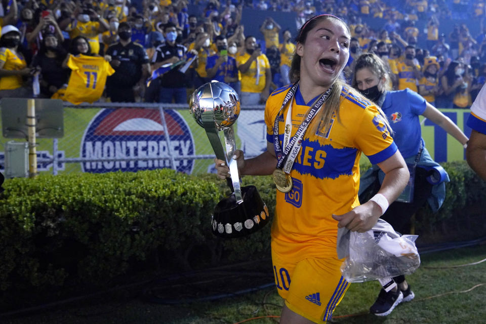 MONTERREY, MEXICO - MAY 31: Katty Martínez of Tigres celebrates with the trophy after winning the Final second leg match between Tigres UANL and Chivas as part of the Torneo Guard1anes 2021 Liga MX Femenil at Universitario Stadium on May 31, 2021 in Monterrey, Mexico. (Photo by Jos Alvarez/Jam Media/Getty Images)