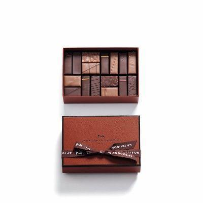 """<p><strong>Williams Sonoma</strong></p><p>williams-sonoma.com</p><p><strong>$34.95</strong></p><p><a href=""""https://go.redirectingat.com?id=74968X1596630&url=https%3A%2F%2Fwww.williams-sonoma.com%2Fproducts%2Fla-maison-du-chocolat-cut-chocolates&sref=https%3A%2F%2Fwww.townandcountrymag.com%2Fleisure%2Fg26946158%2Fbest-nanny-gifts%2F"""" rel=""""nofollow noopener"""" target=""""_blank"""" data-ylk=""""slk:Shop Now"""" class=""""link rapid-noclick-resp"""">Shop Now</a></p><p>Parisian chocolate feels more special than regular chocolate, but just as universally loved.</p>"""
