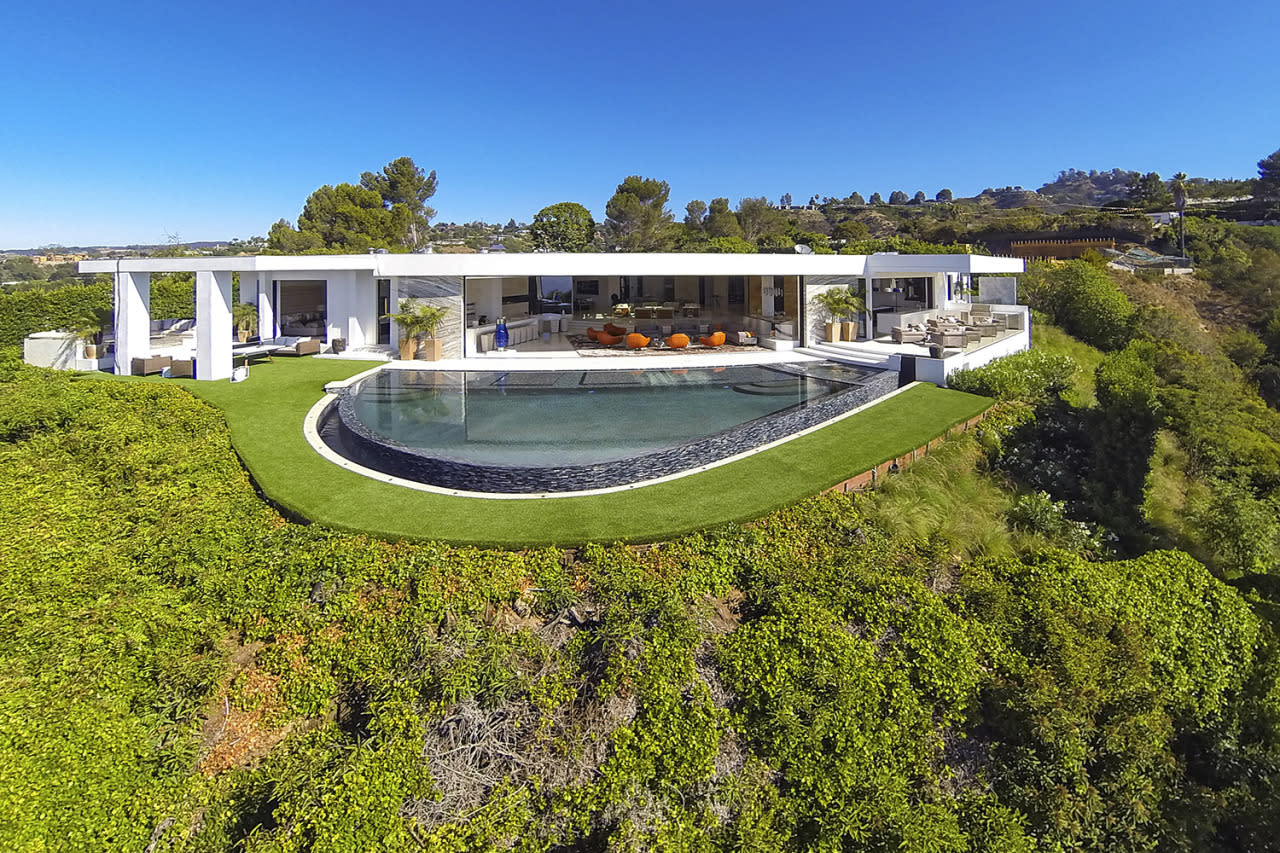 <p>The property occupies just shy of an acre in Beverly Hills' Trousdale Estates.</p>