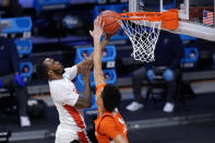 Houston guard DeJon Jarreau (3) shoots on Syracuse center Jesse Edwards (14) in the first half of a Sweet 16 game in the NCAA men's college basketball tournament at Hinkle Fieldhouse in Indianapolis, Saturday, March 27, 2021. (AP Photo/AJ Mast)