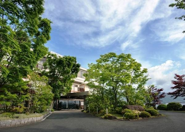 Located on a plateau a 7-minute walk from Amanohashidate Station.