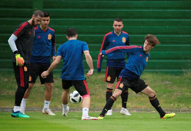 Soccer Football - World Cup - Spain Training - Spain Training Camp, Kaliningrad, Russia - June 24, 2018 Spain's David de Gea, Alvaro Odriozola and team mates during training REUTERS/Gonzalo Fuentes