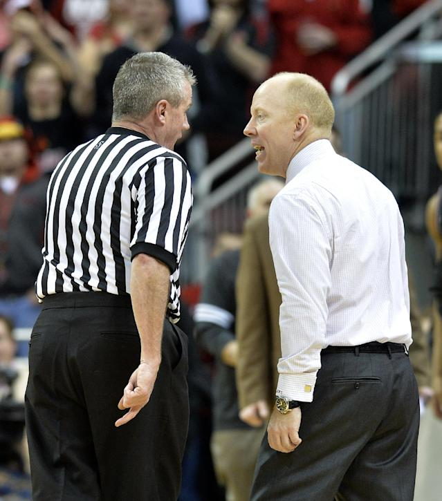 Cincinnati coach Mick Cronin, right, argues a call with referee Bryan Kersey during the second half of an NCAA college basketball game against Louisville on Thursday, Jan. 30, 2014, in Louisville, Ky. Cincinnati defeated Louisville 69-66. (AP Photo/Timothy D. Easley)