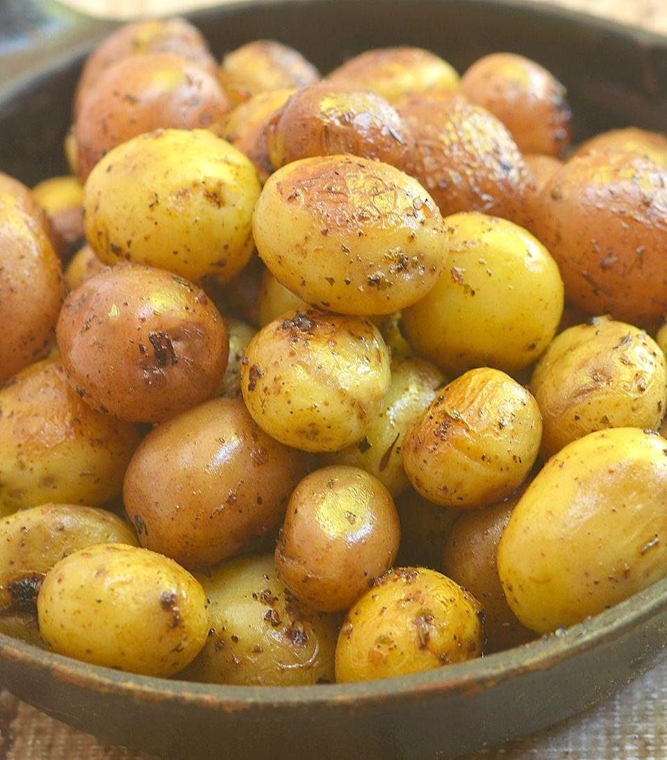 """<p>You can never have too many taters on a Thanksgiving table.</p><p>Get the recipe from <a href=""""https://www.onionringsandthings.com/instant-pot-herb-roasted-potatoes/"""" rel=""""nofollow noopener"""" target=""""_blank"""" data-ylk=""""slk:Onion Rings and Things"""" class=""""link rapid-noclick-resp"""">Onion Rings and Things</a>.</p>"""