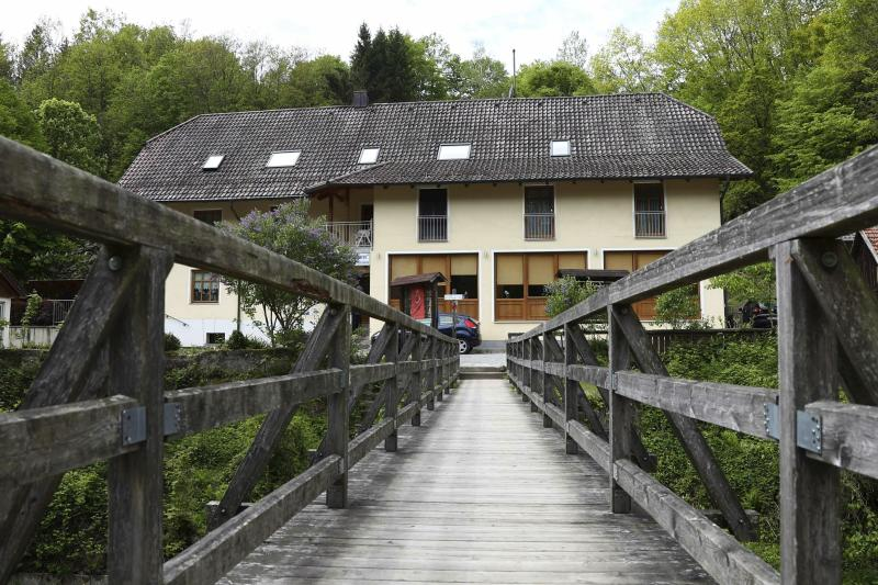 Three found dead in German hotel with crossbow bolts in them