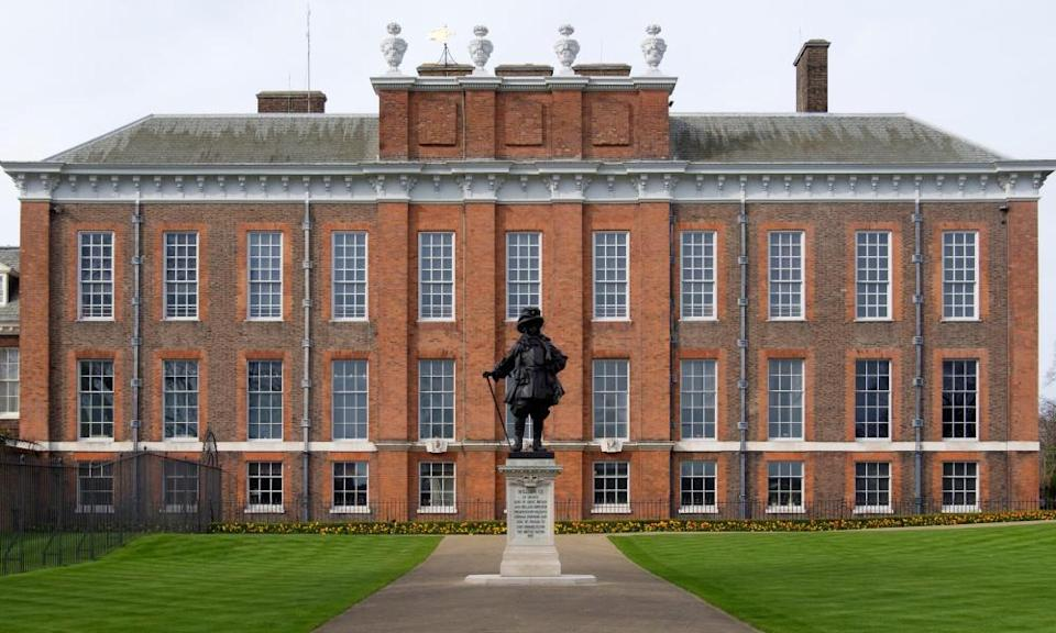 The statue of King William III in front of Kensington Palace.