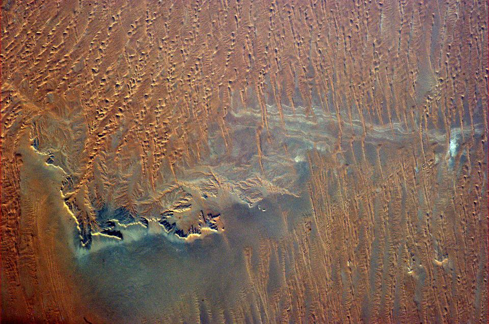"""Even from 400 km up you can sense the searing dryness of southern Saudi Arabia. <a href=""""https://twitter.com/Cmdr_Hadfield/status/288421540205305856/photo/1"""" rel=""""nofollow noopener"""" target=""""_blank"""" data-ylk=""""slk:(Photo by Chris Hadfield/Twitter)"""" class=""""link rapid-noclick-resp"""">(Photo by Chris Hadfield/Twitter)</a>"""